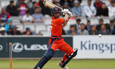 Ryan ten Doeschate in action batting
