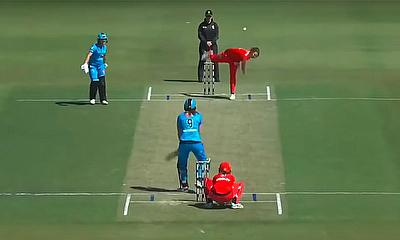 Melbourne Renegades v Adelaide Strikers Highlights | WBBL|05