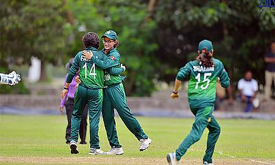 Pakistan players celebrating a wicket