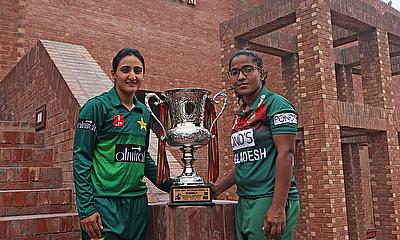 Pakistan and Bangladesh captains with the ODI series trophy - PCB