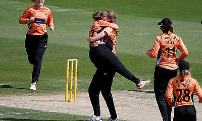 Lauren Bell celebrate the wicket of Loughborough Lightning's Chamari Atapattu