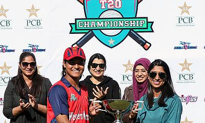 Western Warrior captain Ayesha Naseem receives the winning trophy from Urooj Mumtaz - PCB