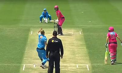Sydney Sixers hit back against Adelaide Strikers at Hurstville Oval on Sunday in WBBL