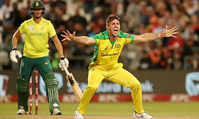 Australia's Mitchell Starc appeals unsuccessfully for the wicket of South Africa's Faf du Plessis