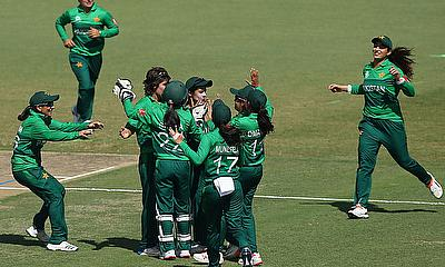Diana Baig of Pakistan celebrates with teammates