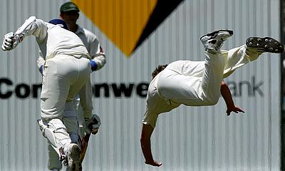 Brad Williams (R) dives as India's opening batsman Virender Sehwag (L) runs to make his ground