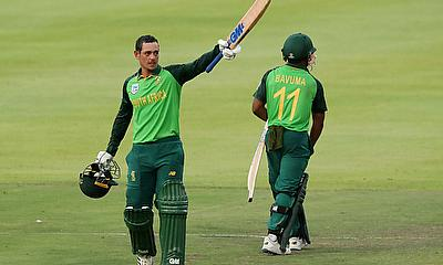 Quinton de Kock celebrates his century