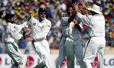 South African blower Makhaya Ntini (3rd L) celebrates with his team matesSouth African blower Makhaya Ntini (3rd L) celebrates with his team mates