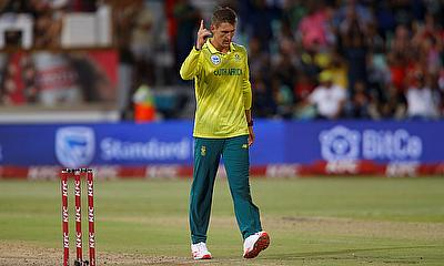 South Africa's Dwaine Pretorius celebrates taking a wicket