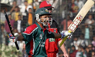 Habibul Bashar cheers after defeating Zimbabwe in DhakaHabibul Bashar cheers after defeating Zimbabwe in Dhaka