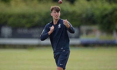 Josh de Caires signs contract with Middlesex CCC