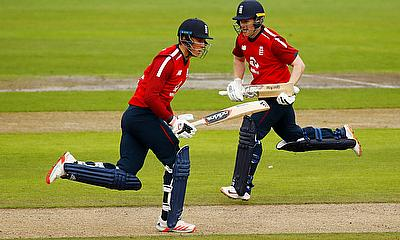 England's Tom Banton and Eoin Morgan in action