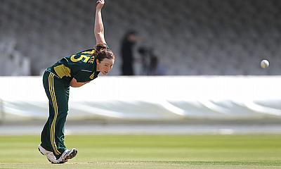 Sarah Coyte re-signs for Adelaide Strikers