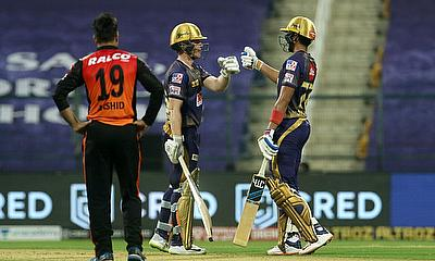 Eoin Morgan (left) and Shubman Gill shared a match-winning stand