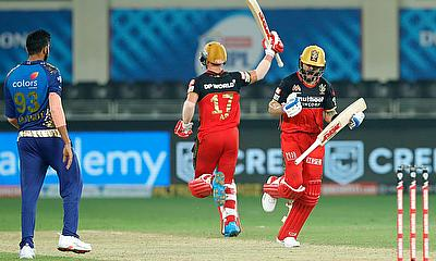 Virat Kohli and AB de Villiers celebrate the win