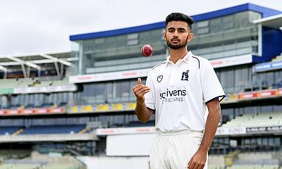 Manraj Johal graduates from Warwickshire academy to professional ranks