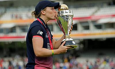 England's Heather Knight celebrates winning the World Cup in 2017