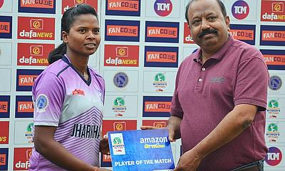 Mr.Sunil Singh (Member of the Committee of Management,J.S.C.A.),presented the Player of the Match award to Rashmi Gudiya