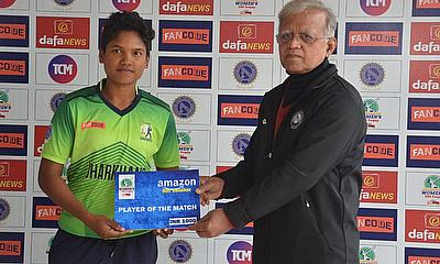 Mr.Kishore Chandra,(Joint C.E.O, Country Cricket Club),presented the Player of the Match award to Priyanka Sawaiyan from Dumka Daisies