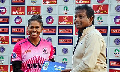 Mr.Surendra Kumar ( Kaka) presented the Player of the Match Award to Indrani Roy from Bokaro Blossoms