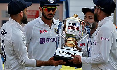 India's captain Virat Kohli, Axar Patel, Rishabh Pant and Mohammed Siraj hold the trophy