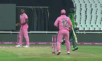 Fakhar Zaman/ De Kock Run Out