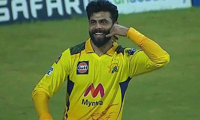Ravindra Jadeja - calling a taxi in 4 catch celebrations