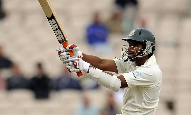 Tamim, Mahmudullah shine on a rain-interrupted day