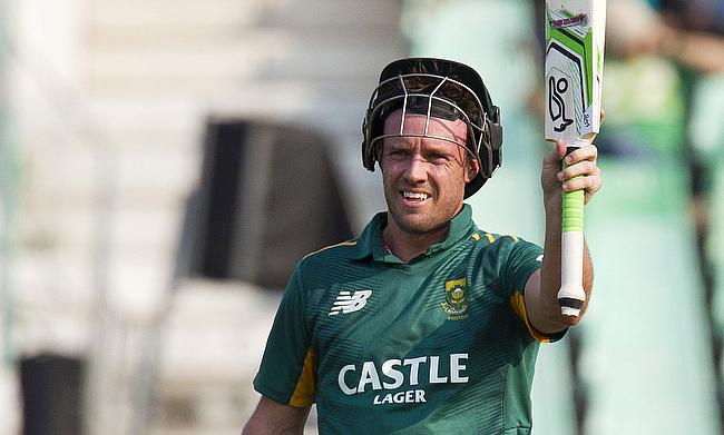 AB de Villiers became the fastest to 8000 One-Day International runs as South Africa won the third and final ODI against New Zealand in Durban.
