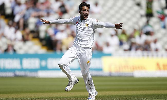 Mohammad Amir strikes after Pakistan batting collapse