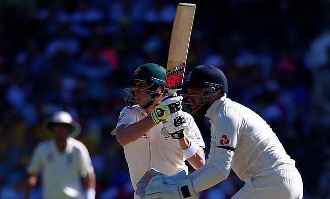 Steven Smith (centre) remained unbeaten on 44