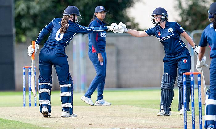 Cricket Scotland announce Kathryn and Sarah Bryce have signed summer retainers