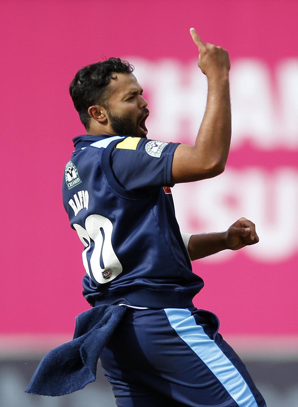 Azeem Rafiq signs one-year extension with Yorkshire
