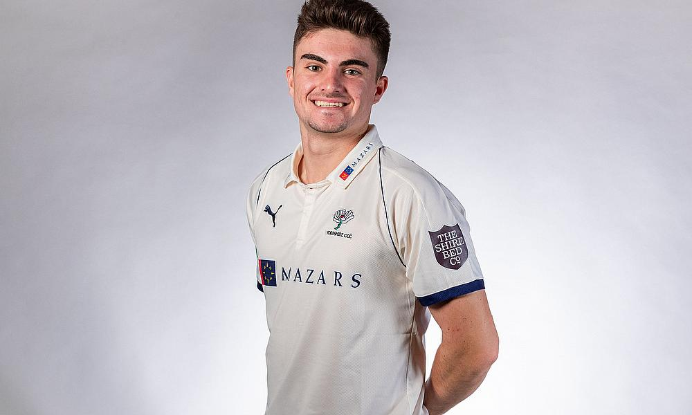 Jordan Thompson signs new contract with Yorkshire CCC